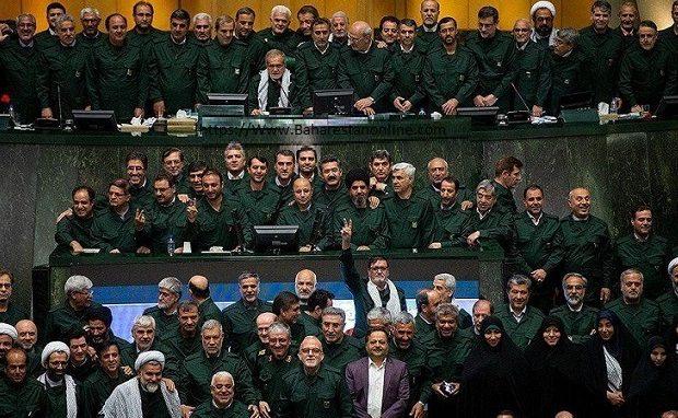 حرکت نمادین و ارزشی نمایندگان مجلس شورای اسلامی در حمایت از سپاه پاسداران