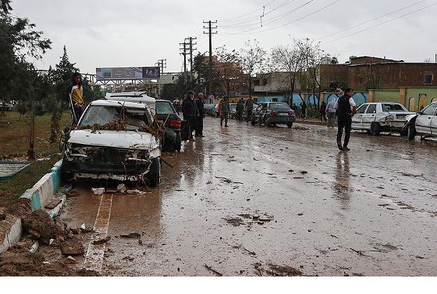 سپاه پاسداران و سازمان های مردم نهاد به کمک مردم سیل زده بوشهر بیایند