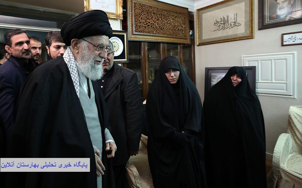 حضور رهبر انقلاب در منزل سردار سلیمانی