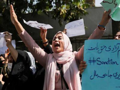(تصاویر) ایستادگی زنان در برابر طالبان